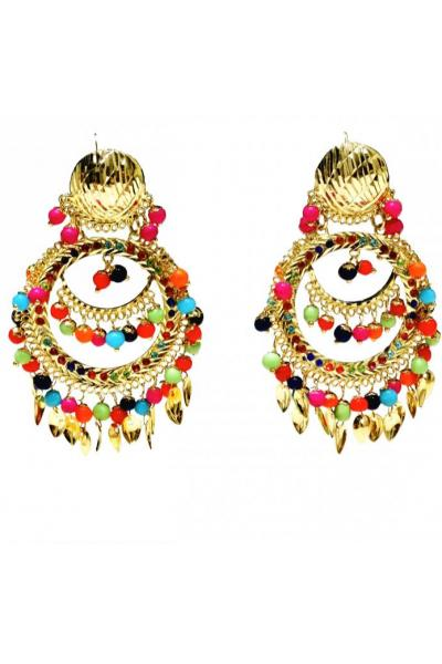 This daring earring set will put you in the spotlight.