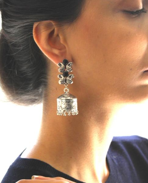 Adds a gorgeous/sophisticated/stylish glow to any outfit