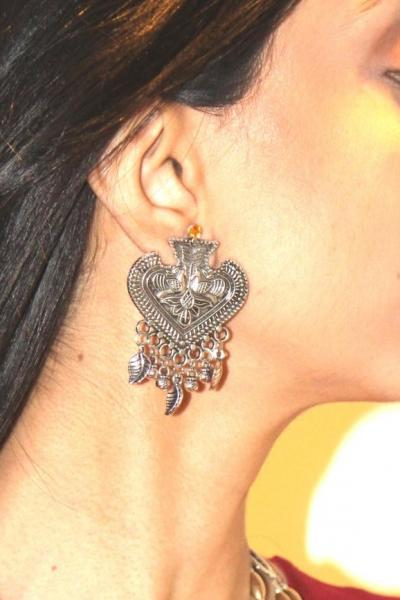 Pair this Neckless with any ensemble for a polished look