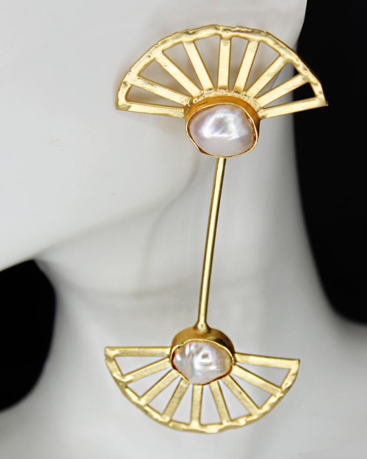 Arcs of Pearl